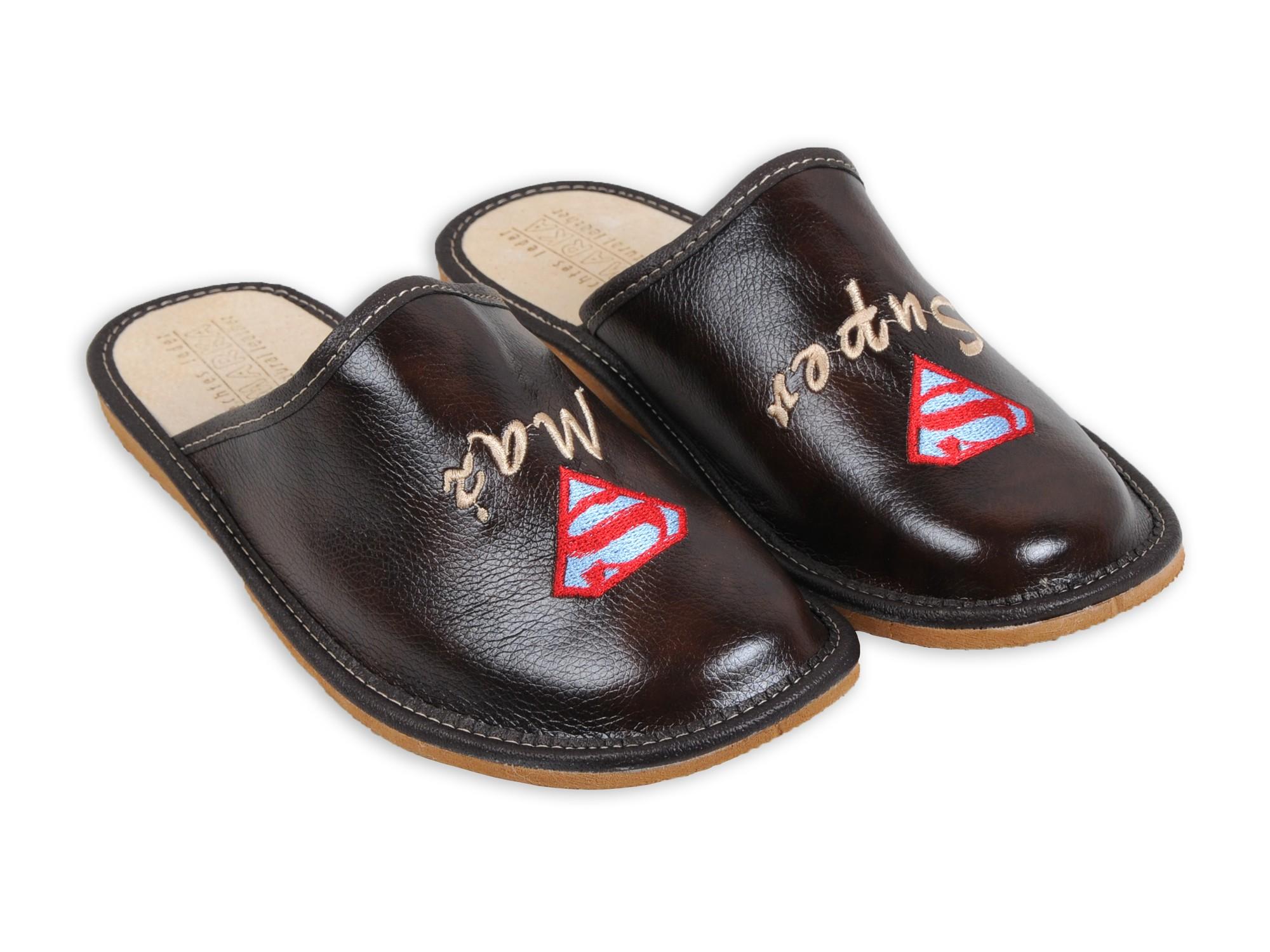 Super Mąż - Skórzane pantofle haftowane - Praktyczy prezent