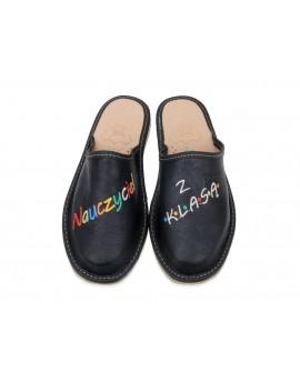 Nauczyciel Z KLASĄ - Damskie kapcie pantofle dla nauczycielki - certyfikat w prezencie